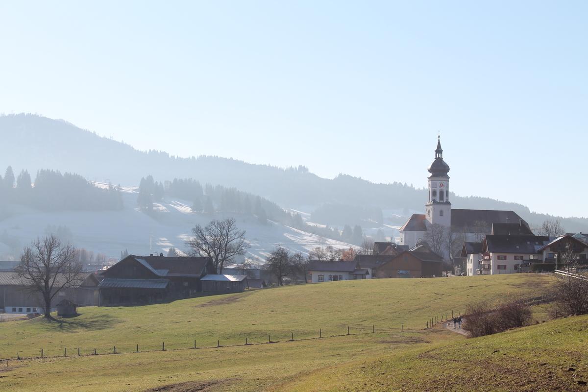 Das Dorf Wertach mit Kirche